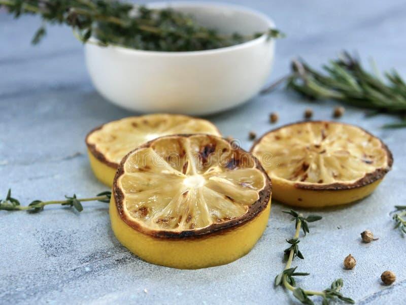 Ψημένα συντηρημένα λεμόνια και χορτάρια στοκ εικόνα με δικαίωμα ελεύθερης χρήσης