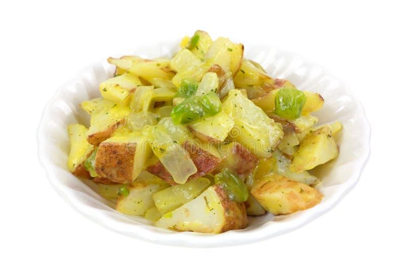 Ψημένες κόκκινες πατάτες με τα veggies στο μικρό κύπελλο στοκ φωτογραφίες