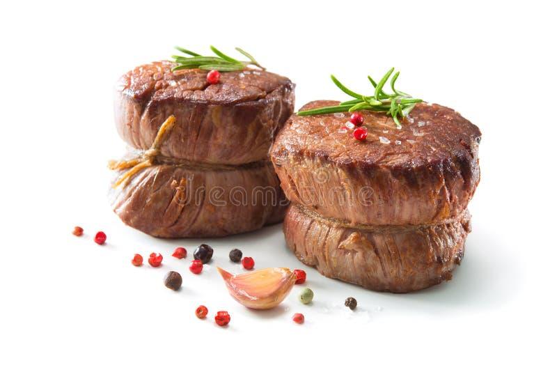 Ψημένες στη σχάρα μπριζόλες λωρίδων βόειου κρέατος mignon στο άσπρο υπόβαθρο στοκ εικόνα