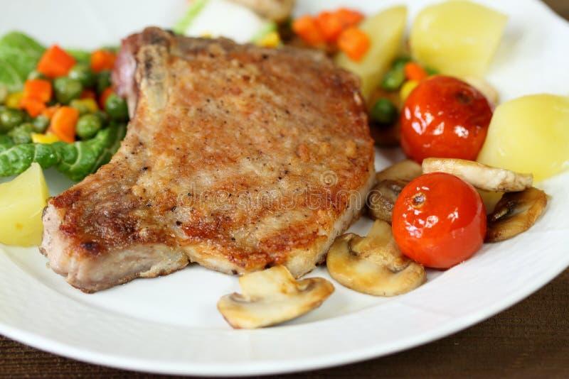 Ψημένες στη σχάρα μπριζόλες χοιρινού κρέατος στοκ φωτογραφία με δικαίωμα ελεύθερης χρήσης