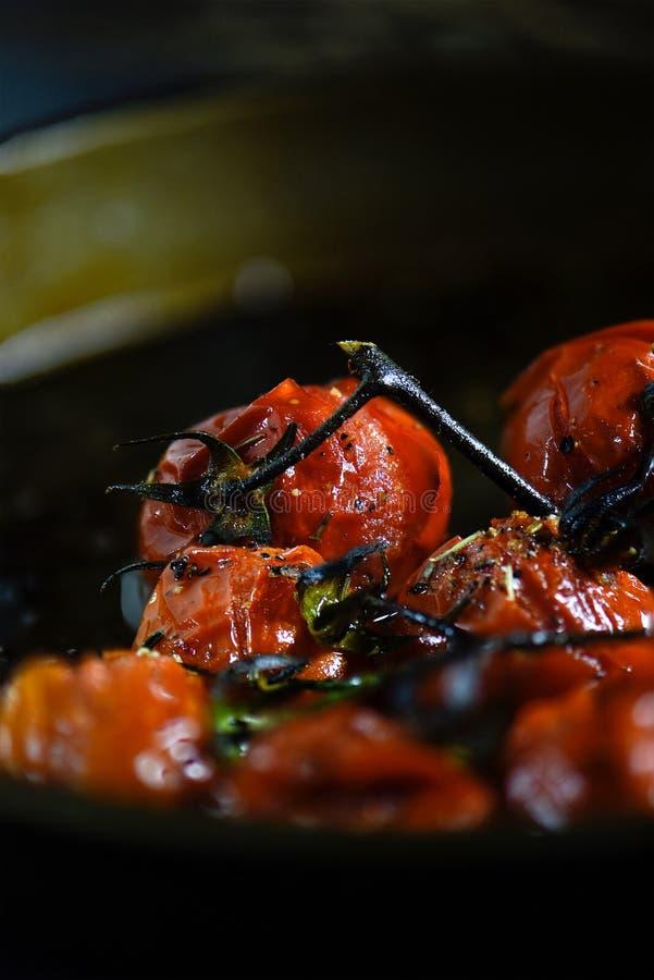 ψημένες στη σχάρα ντομάτες στοκ φωτογραφία