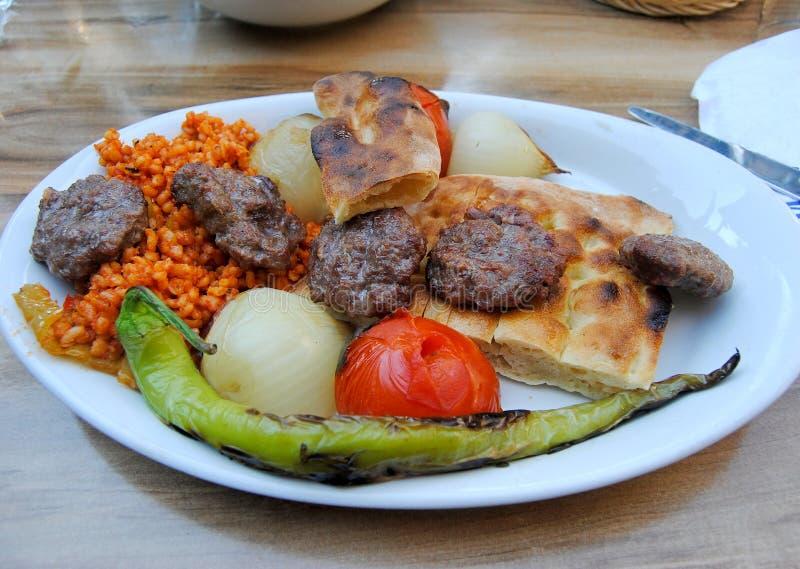 Ψημένες στη σχάρα τουρκικές σφαίρες Izgara Kofte κρέατος στοκ φωτογραφία με δικαίωμα ελεύθερης χρήσης