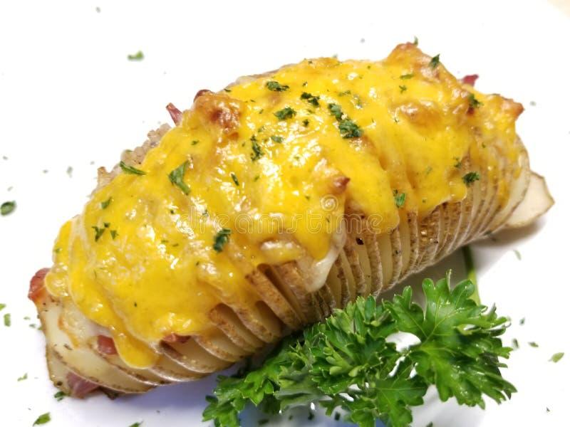Ψημένη πατάτα με το τυρί μπέϊκον και τυριού Cheddar στοκ φωτογραφίες