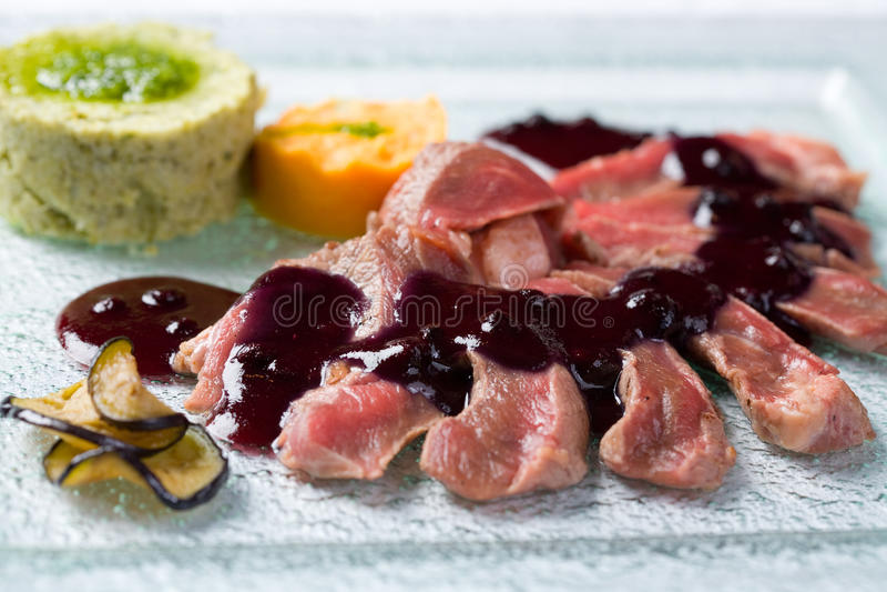 Download ψημένη σάλτσα μαύρων σταφίδω& Στοκ Εικόνα - εικόνα από μαγειρικός, σιτηρέσιο: 17055521