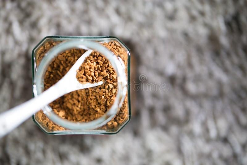 Ψημένη σκόνη στιγμιαίου καφέ στοκ εικόνες