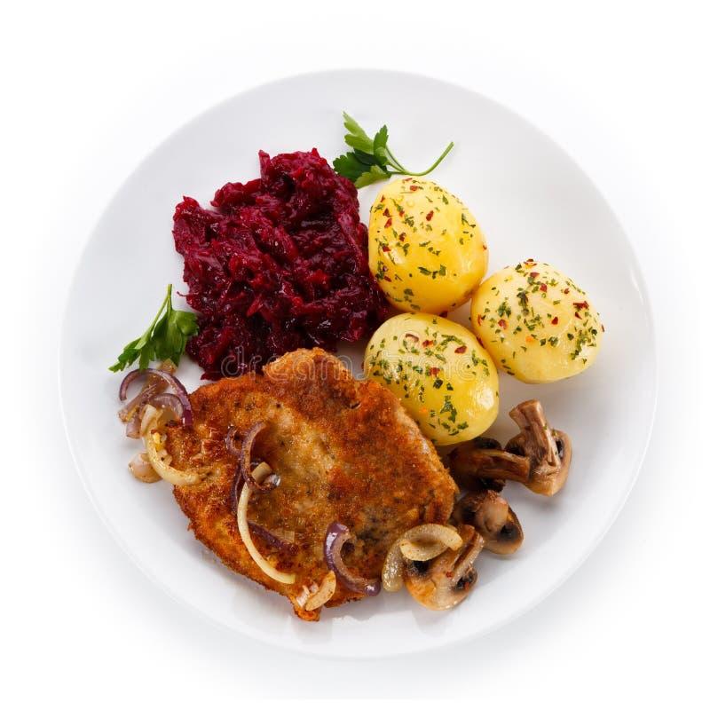 Ψημένη στη σχάρα μπριζόλα χοιρινού κρέατος με τα λαχανικά στοκ φωτογραφίες