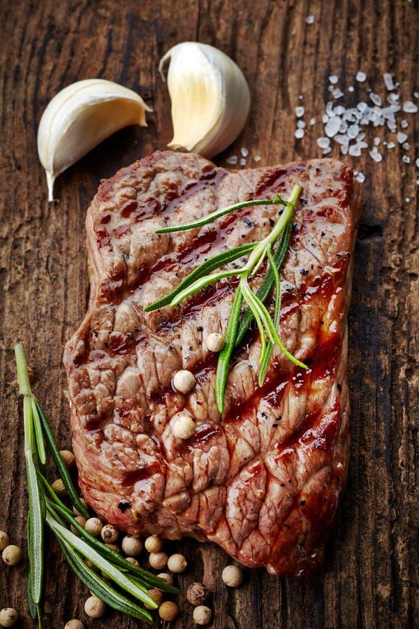Ψημένη στη σχάρα μπριζόλα βόειου κρέατος στοκ φωτογραφία με δικαίωμα ελεύθερης χρήσης