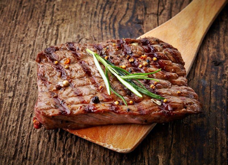 Ψημένη στη σχάρα μπριζόλα βόειου κρέατος στοκ εικόνα