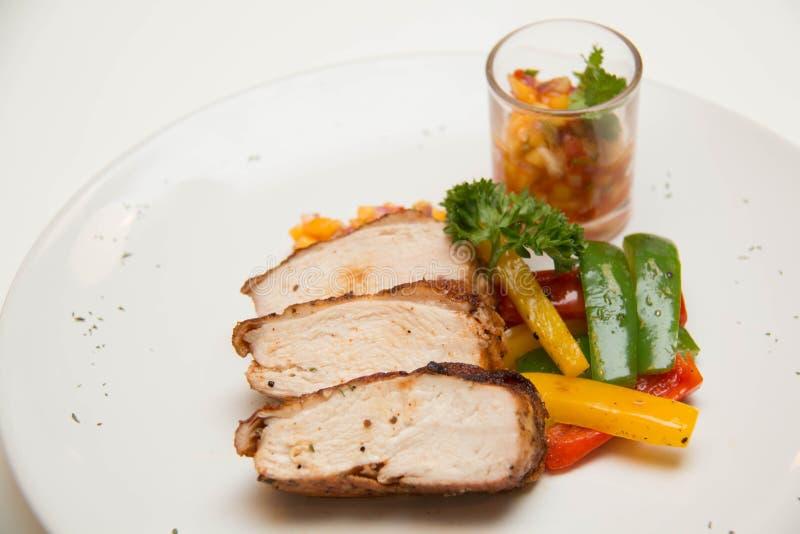 Download Ψημένη στη σχάρα μπριζόλα κοτόπουλου με τα φρούτα Asuce Στοκ Εικόνα - εικόνα από roast, τουρκία: 62708415