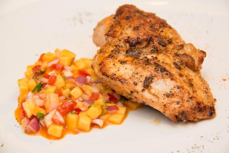 Download Ψημένη στη σχάρα μπριζόλα κοτόπουλου με τα φρούτα Asuce Στοκ Εικόνα - εικόνα από κρέας, κοτόπουλο: 62708449