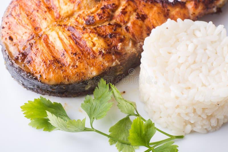 Ψημένη στη σχάρα μπριζόλα σολομών με το ρύζι Υπόβαθρο συνταγής στοκ εικόνες με δικαίωμα ελεύθερης χρήσης