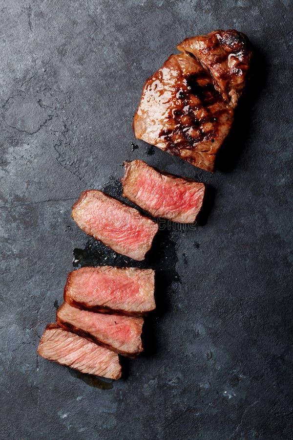 Ψημένη στη σχάρα τεμαχισμένη μπριζόλα βόειου κρέατος στοκ φωτογραφία με δικαίωμα ελεύθερης χρήσης