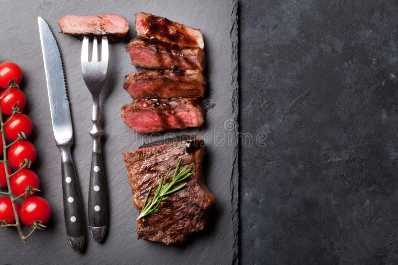 Ψημένη στη σχάρα τεμαχισμένη μπριζόλα βόειου κρέατος στοκ εικόνες