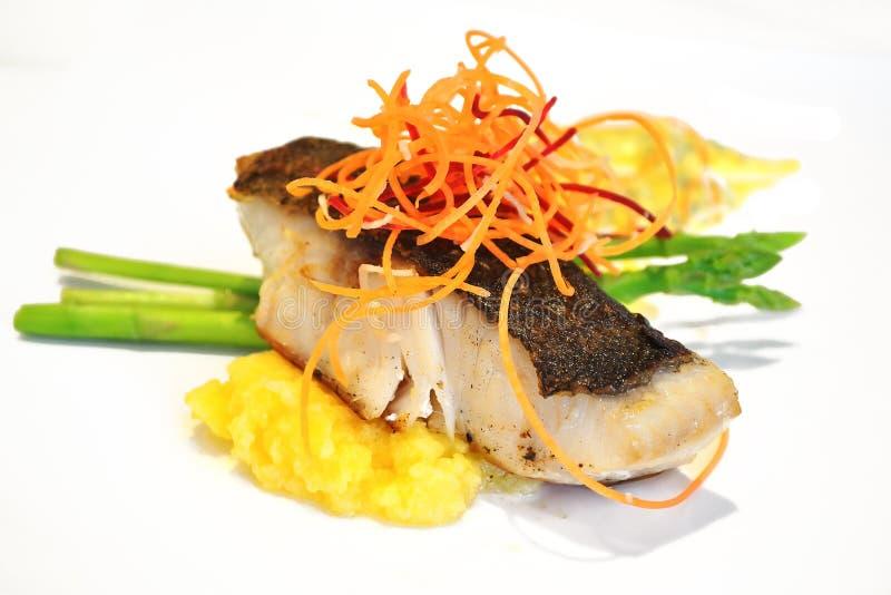 ψημένη στη σχάρα ψάρια μπριζόλ&a στοκ εικόνα με δικαίωμα ελεύθερης χρήσης