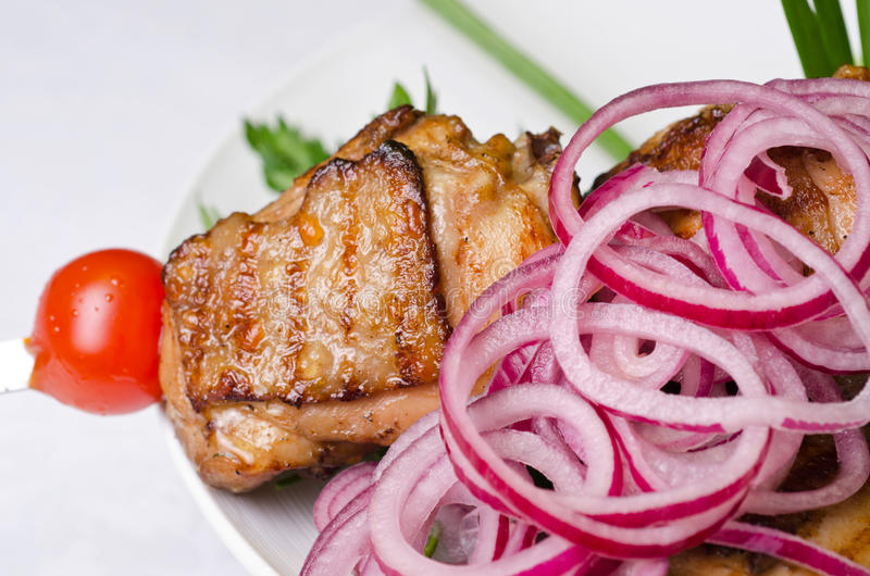 Ψημένη στη σχάρα kebab κινηματογράφηση σε πρώτο πλάνο κρέατος στοκ εικόνες