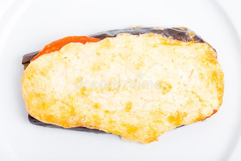 Ψημένη φέτα μελιτζάνας με το τυρί και τις ντομάτες στοκ εικόνες