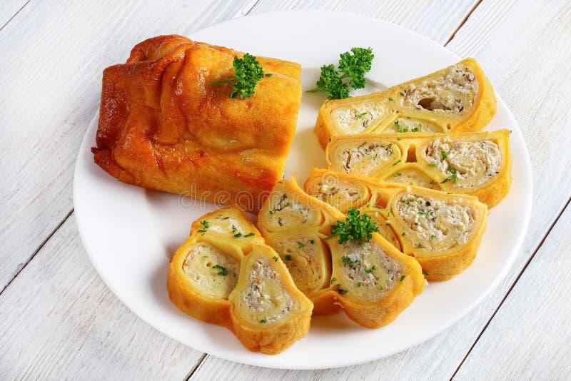 Ψημένος στο φούρνο νόστιμο crepes τα περικαλύμματα στοκ εικόνες