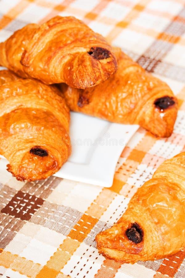 Download ψημένος Croissants πρόσφατα Στοκ Εικόνα - εικόνα από αντικείμενα, μεγάλος: 13183425