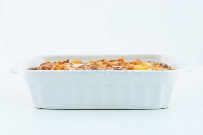 Ψημένος pastan το άσπρο πιάτο στο άσπρο υπόβαθρο στοκ φωτογραφίες με δικαίωμα ελεύθερης χρήσης