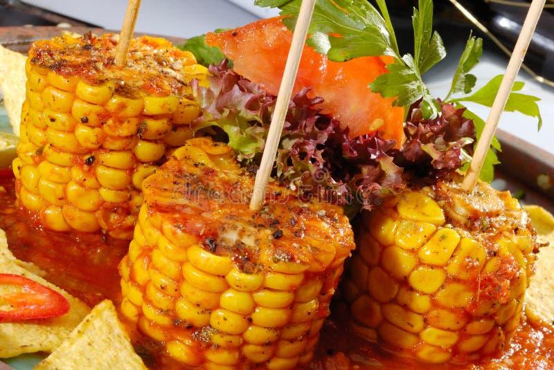 Ψημένο καλαμπόκι με το salsa στοκ φωτογραφία με δικαίωμα ελεύθερης χρήσης