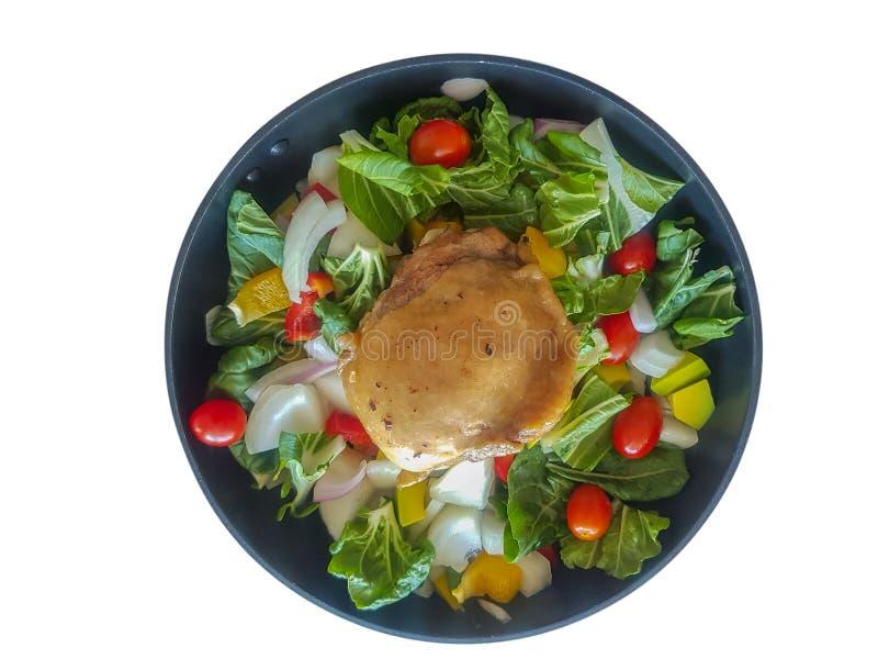 Ψημένο κοτόπουλο με την τεμαχισμένη φυτική σαλάτα στοκ εικόνα
