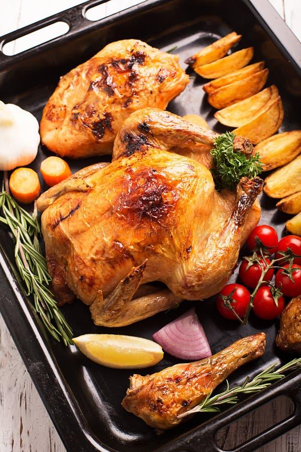Ψημένο κοτόπουλο και τα αντικνήμιά του στοκ φωτογραφίες με δικαίωμα ελεύθερης χρήσης
