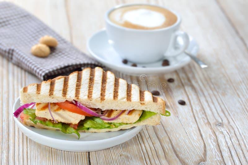 Ψημένο σάντουιτς με τον καφέ στοκ φωτογραφία με δικαίωμα ελεύθερης χρήσης