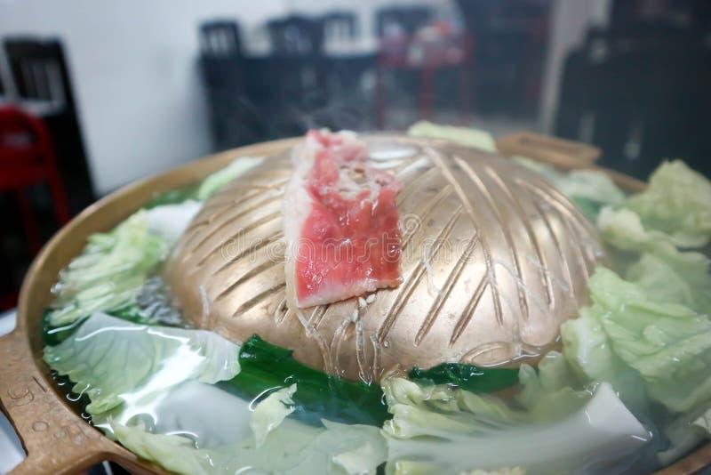 Ψημένο στη σχάρα βόειο κρέας στο φούρνο στοκ φωτογραφίες με δικαίωμα ελεύθερης χρήσης