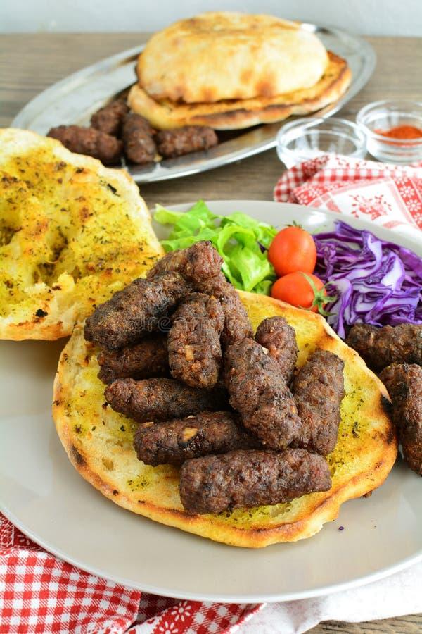 Ψημένο στη σχάρα επίγειο βόειο κρέας Kebab - ένα σύνολο φωτογραφιών που παρουσιάζουν έναν παραδοσιακό, σπιτικός που ψήνεται kebab στοκ φωτογραφία με δικαίωμα ελεύθερης χρήσης