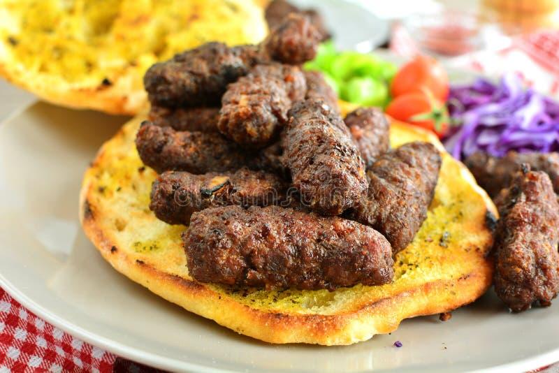 Ψημένο στη σχάρα επίγειο βόειο κρέας Kebab - ένα σύνολο φωτογραφιών που παρουσιάζουν έναν παραδοσιακό, σπιτικός που ψήνεται kebab στοκ εικόνα με δικαίωμα ελεύθερης χρήσης
