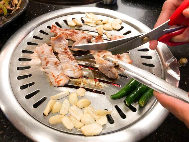 Ψημένο στη σχάρα κορεατικό χοιρινό κρέας στο εστιατόριο στοκ φωτογραφία