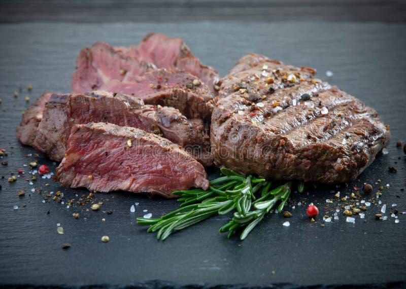 Ψημένο στη σχάρα κρέας μπριζόλας λωρίδων βόειου κρέατος στοκ φωτογραφία με δικαίωμα ελεύθερης χρήσης