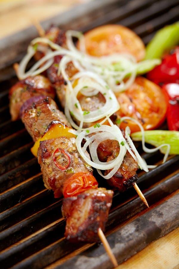 Ψημένο στη σχάρα κρέας χοιρινού κρέατος, χοιρινό κρέας kebab στοκ εικόνα
