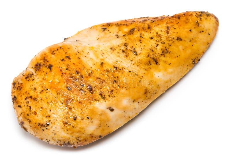 Ψημένο στη σχάρα στήθος κοτόπουλου με το μαύρο πιπέρι και καρυκεύματα που απομονώνονται επάνω στοκ εικόνα με δικαίωμα ελεύθερης χρήσης