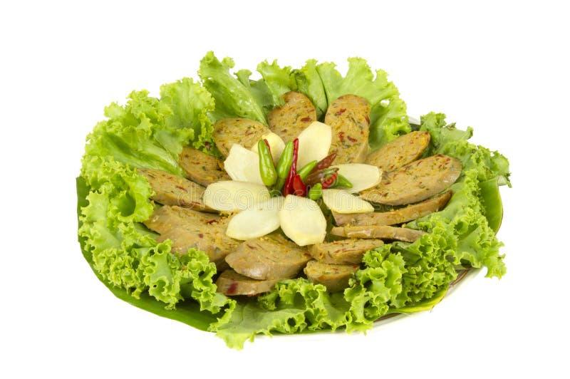 Ψημένο στη σχάρα ταϊλανδικό πικάντικο λουκάνικο Sai Aua Notrhern στο άσπρο άσ στοκ φωτογραφία με δικαίωμα ελεύθερης χρήσης