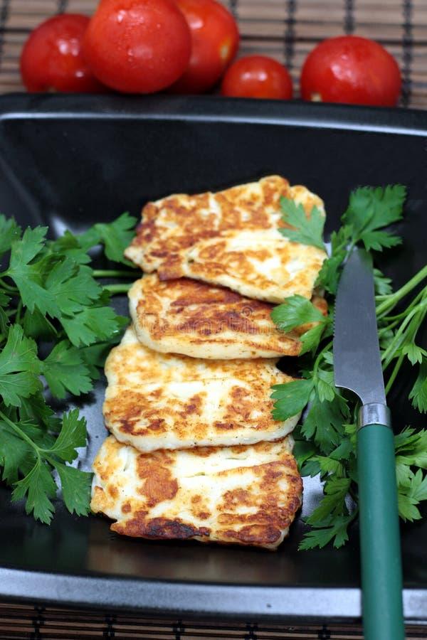 ψημένο στη σχάρα τυρί halloumi στοκ εικόνα