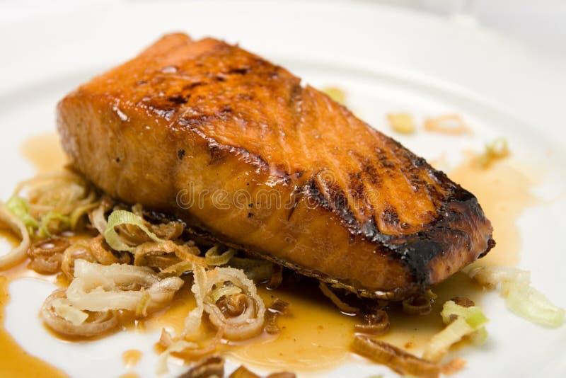 ψημένο στη σχάρα ψάρια πιάτο &lambd στοκ εικόνες με δικαίωμα ελεύθερης χρήσης