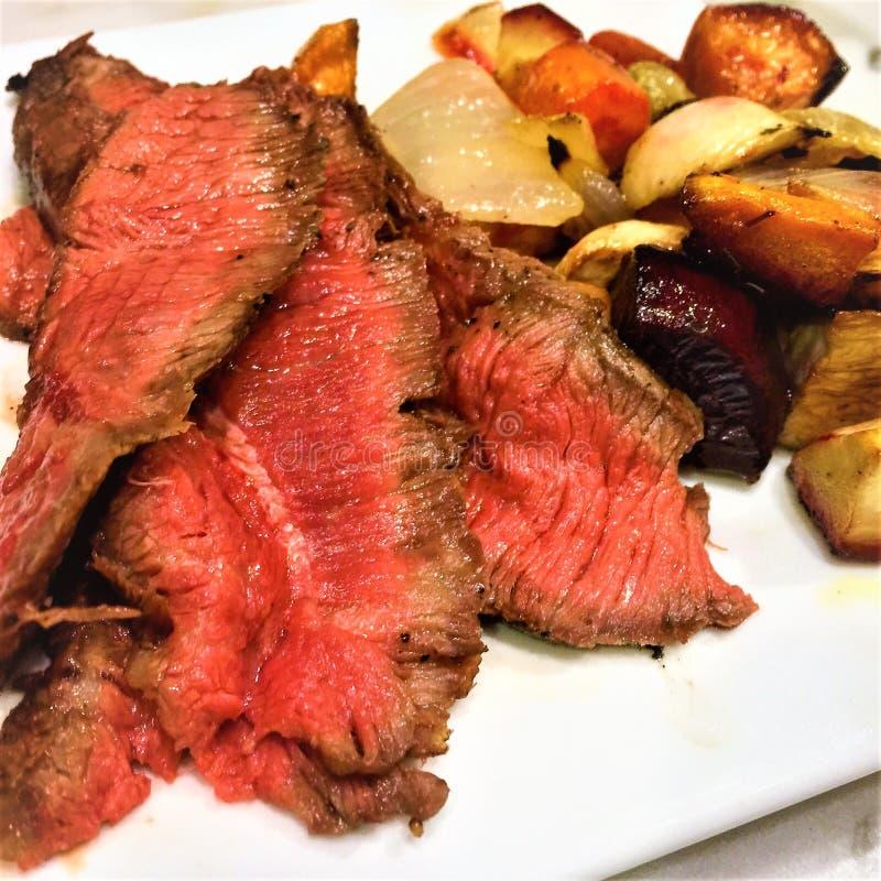 Ψημένο στη σχάρα ψητό βόειου κρέατος τρι-ακρών στοκ εικόνες