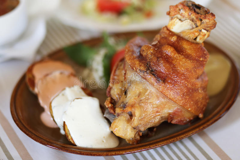 ψημένο χοιρινό κρέας γονάτω&n στοκ εικόνα με δικαίωμα ελεύθερης χρήσης