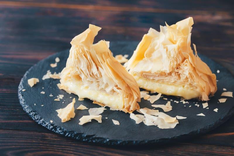 Ψημένο Camembert στη ζύμη phyllo στοκ φωτογραφία με δικαίωμα ελεύθερης χρήσης
