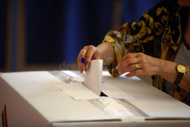 Ψηφίζοντας χέρι στοκ φωτογραφίες με δικαίωμα ελεύθερης χρήσης