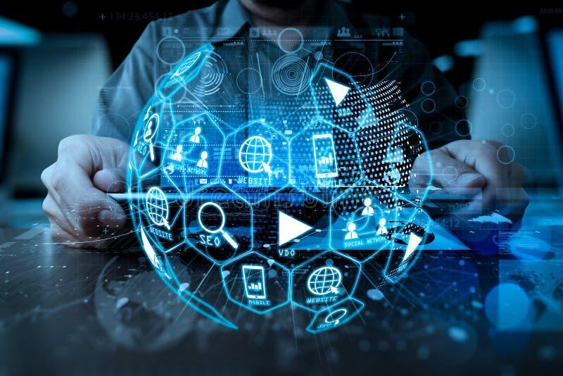 Ψηφιακά μέσα μάρκετινγκ (αγγελία ιστοχώρου, ηλεκτρονικό ταχυδρομείο, κοινωνικό δίκτυο, SEO, στοκ εικόνα