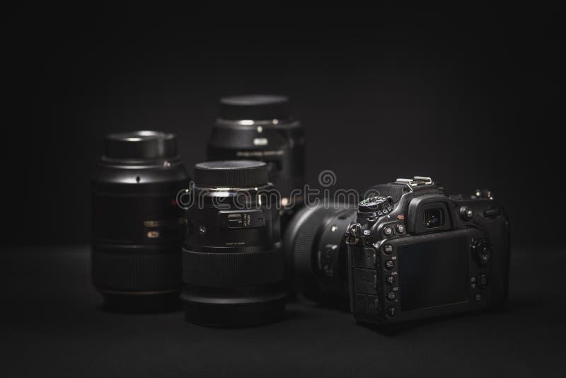 Ψηφιακές κάμερα και φακοί εξοπλισμού φωτογραφιών στοκ φωτογραφία