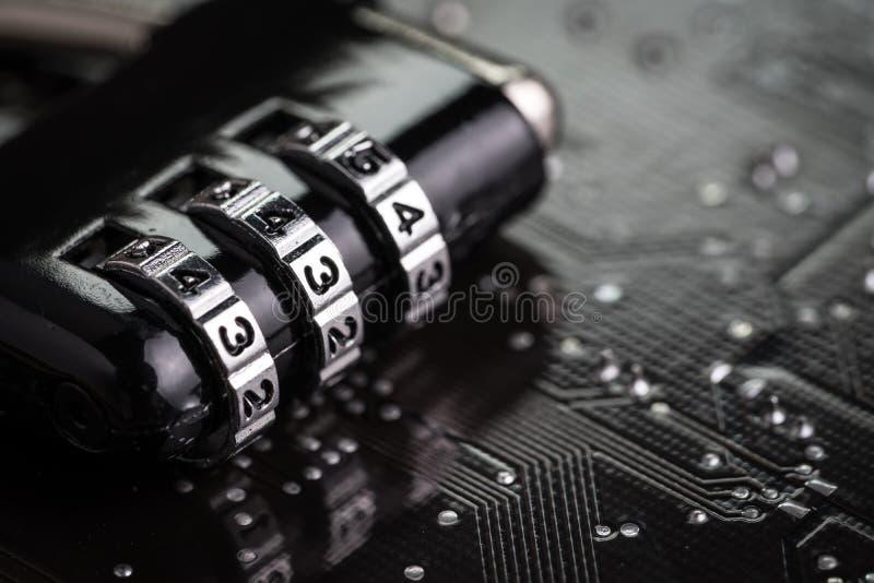 Ψηφιακή ασφάλεια cyber ή έννοια κρυπτογράφησης ασφάλειας, κωδικός αριθμός στοκ φωτογραφία με δικαίωμα ελεύθερης χρήσης