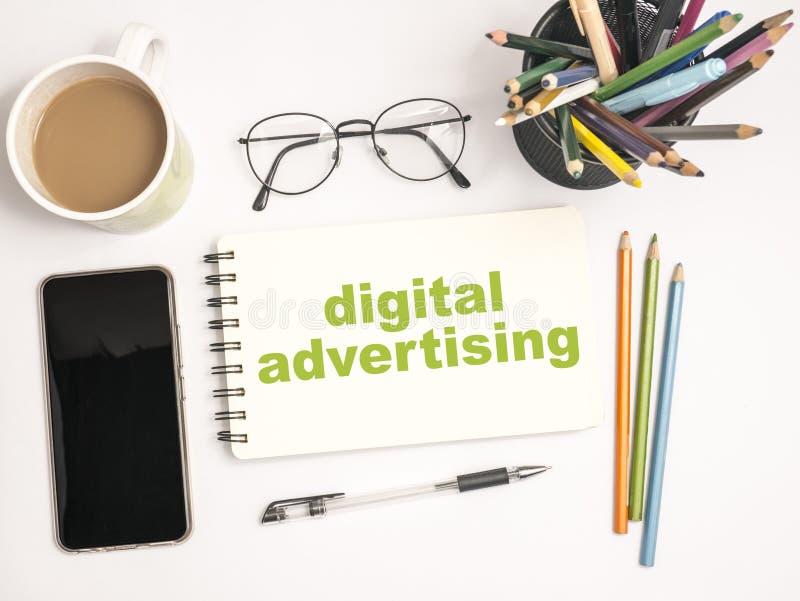 Ψηφιακή διαφήμιση, κινητήρια έννοια αποσπασμάτων λέξεων επιχειρησιακού μάρκετινγκ στοκ εικόνες με δικαίωμα ελεύθερης χρήσης