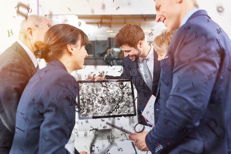 Ψηφιακή ικανοποιημένη μύγα κειμένων μακρυά από το όργανο ελέγχου στοκ φωτογραφίες