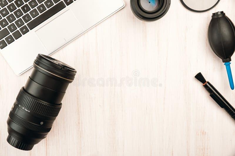 Ψηφιακή κάμερα, φακοί, speedlight λάμψη και εξοπλισμός στοκ φωτογραφίες με δικαίωμα ελεύθερης χρήσης