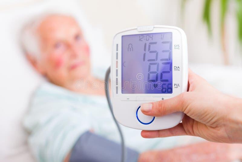Ψηφιακή μέτρηση ποσοστού πίεσης του αίματος και καρδιών στοκ εικόνες