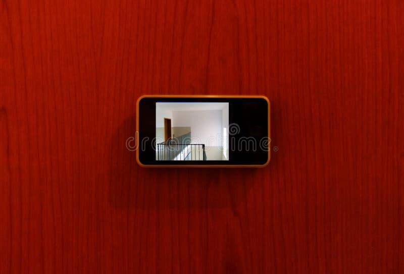 Ψηφιακή προσοχή ματάκι πόρτας οργάνων ελέγχου έξω από την πόρτα στοκ φωτογραφίες με δικαίωμα ελεύθερης χρήσης
