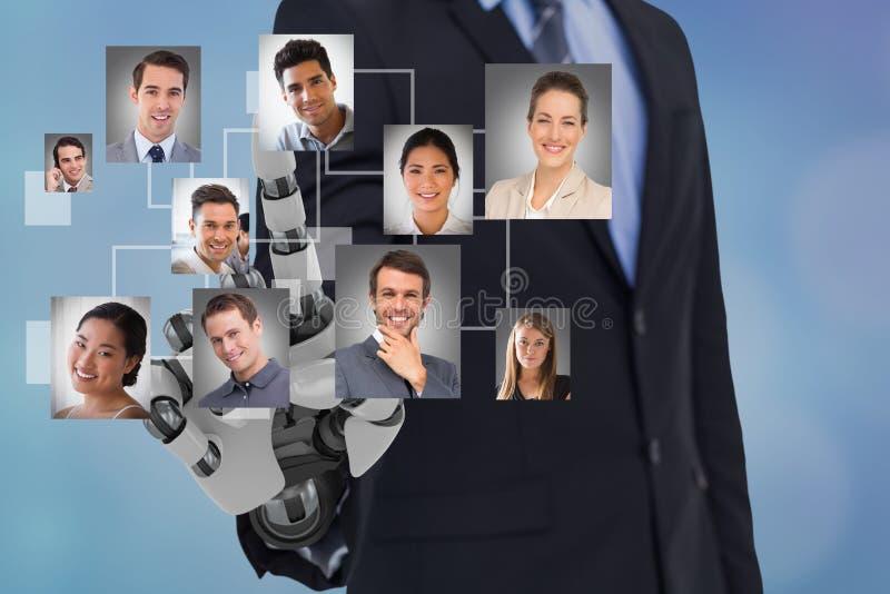 Ψηφιακή σύνθετη εικόνα του χεριού ρομπότ ωρ. ` s που επιλέγει τους υποψηφίους στοκ φωτογραφία με δικαίωμα ελεύθερης χρήσης